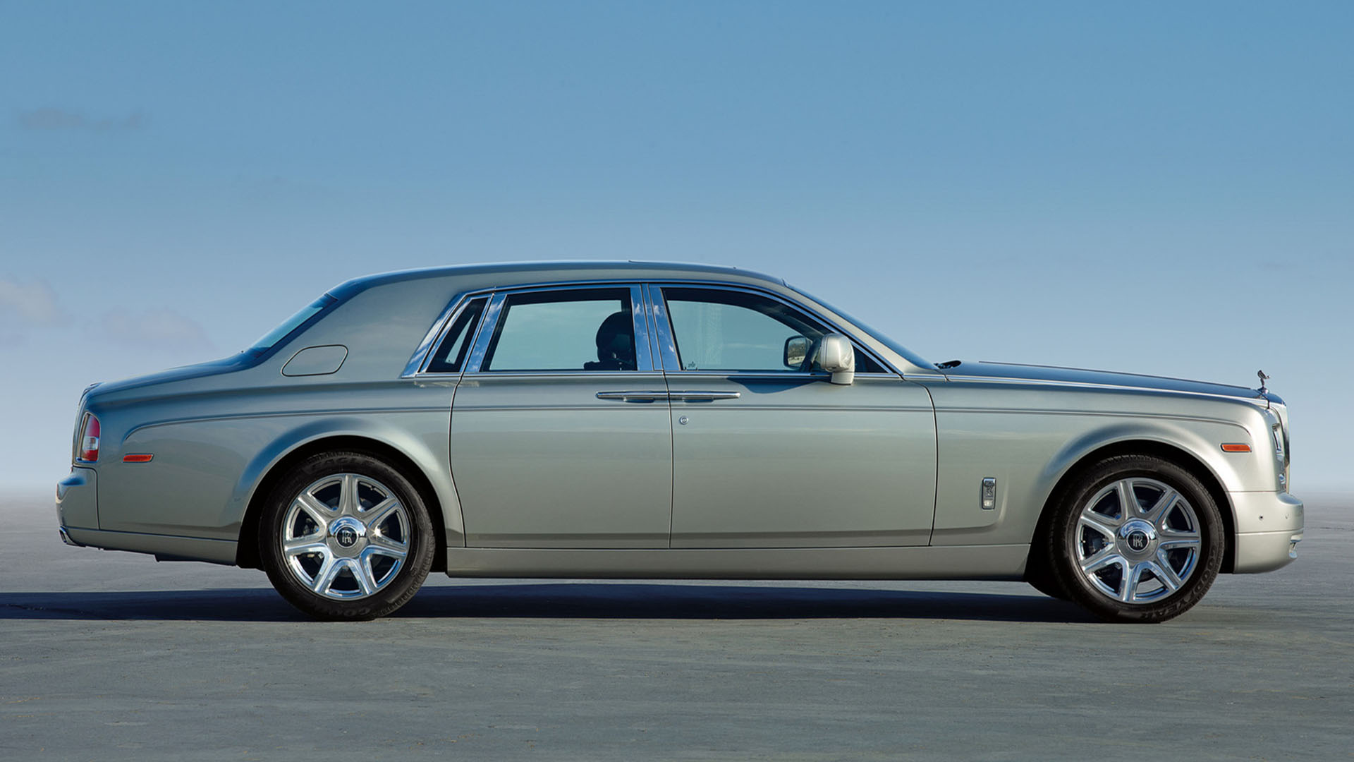 hire rolls royce phantom for the day