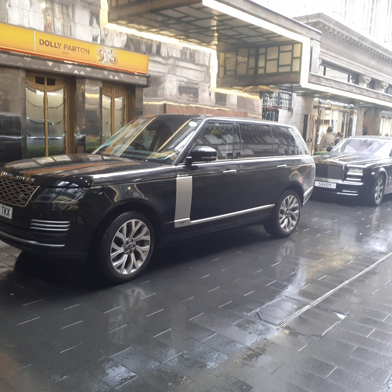 hire-range-rover-autobiography-for-business-meeting