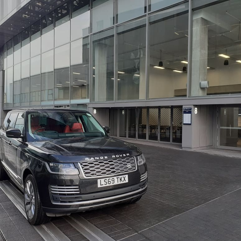 hire-range-rover-autobiography-for-meeting