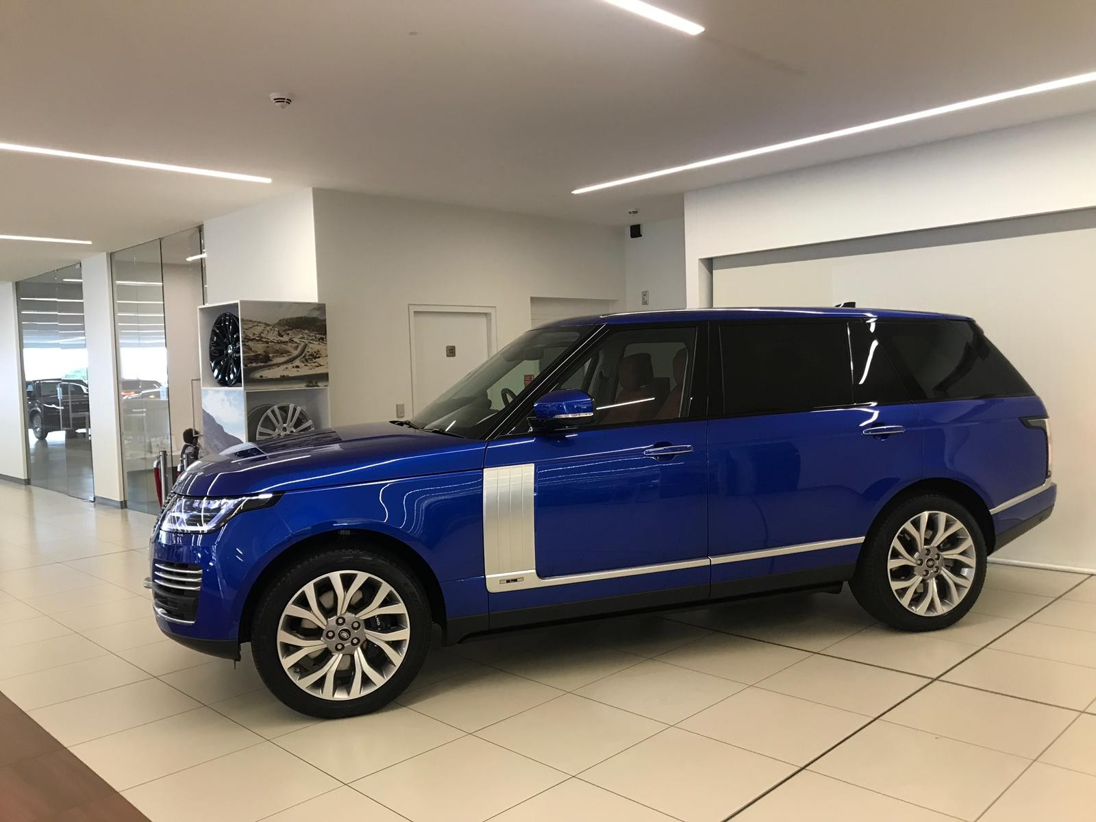 hire-range-rover-autobiography-in-uk