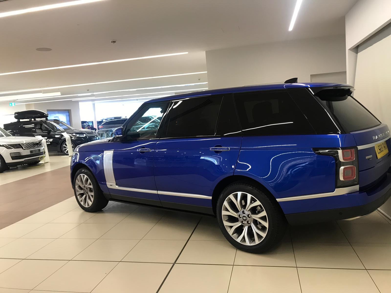 hire-range-rover-autobiography