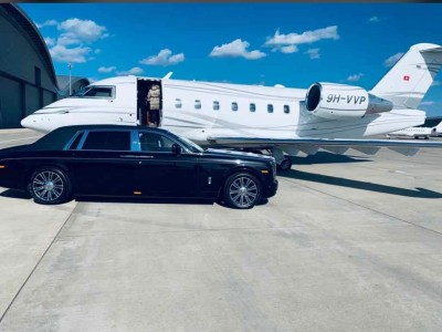 rolls-royce-at-private-airport