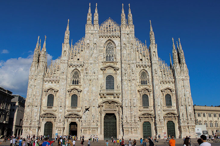 Taxi Service in Milan Italy